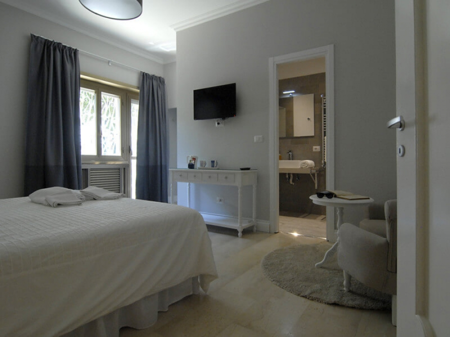 king en suite room tiburtina garden rome italy. Black Bedroom Furniture Sets. Home Design Ideas